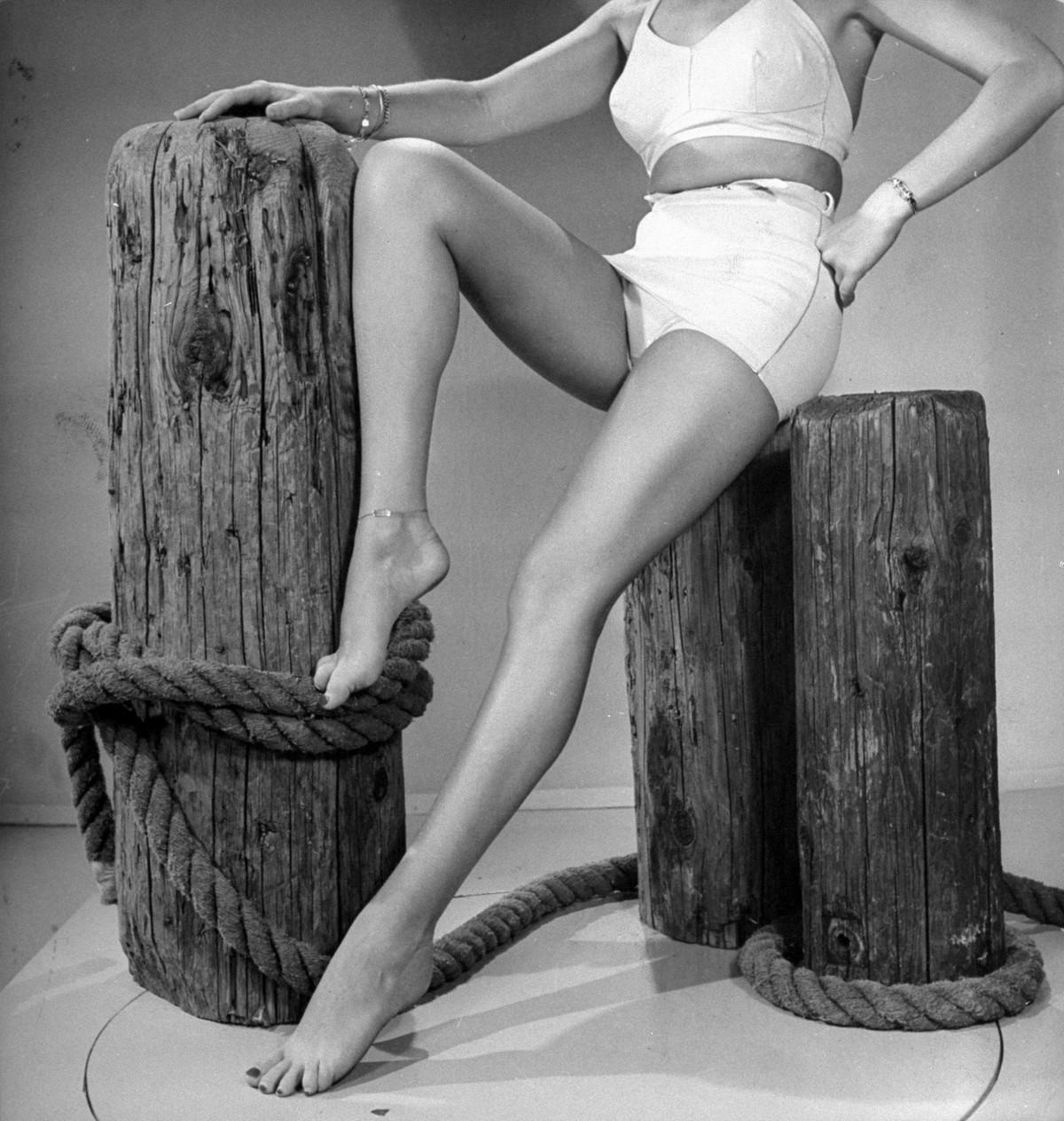 Ноги актрисы Бетти Грейбл, Голливуд, 1943. Уолтер Сандерс