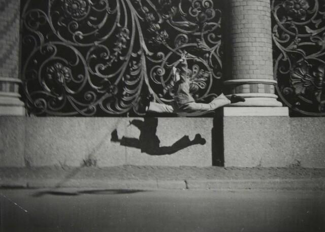 «Дед, смотри, как я умею», 2000. Фотограф Борис Михалевкин
