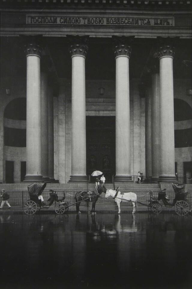 В ожидании клиентов, 2002. Фотограф Борис Михалевкин