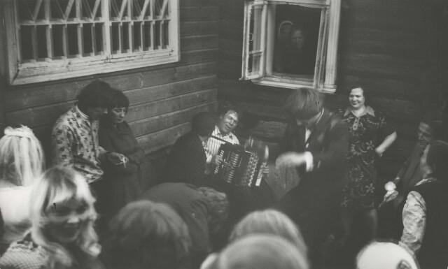 Деревенская свадьба, 1968. Фотограф Борис Михалевкин