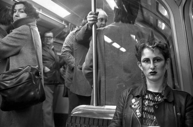 Портрет девушки в метро, Лондон, 1980-е. Боб Маззер