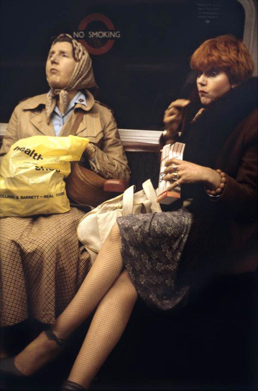 Проголодавшиеся пассажиры лондонской подземки, 1980-е. Боб Маззер