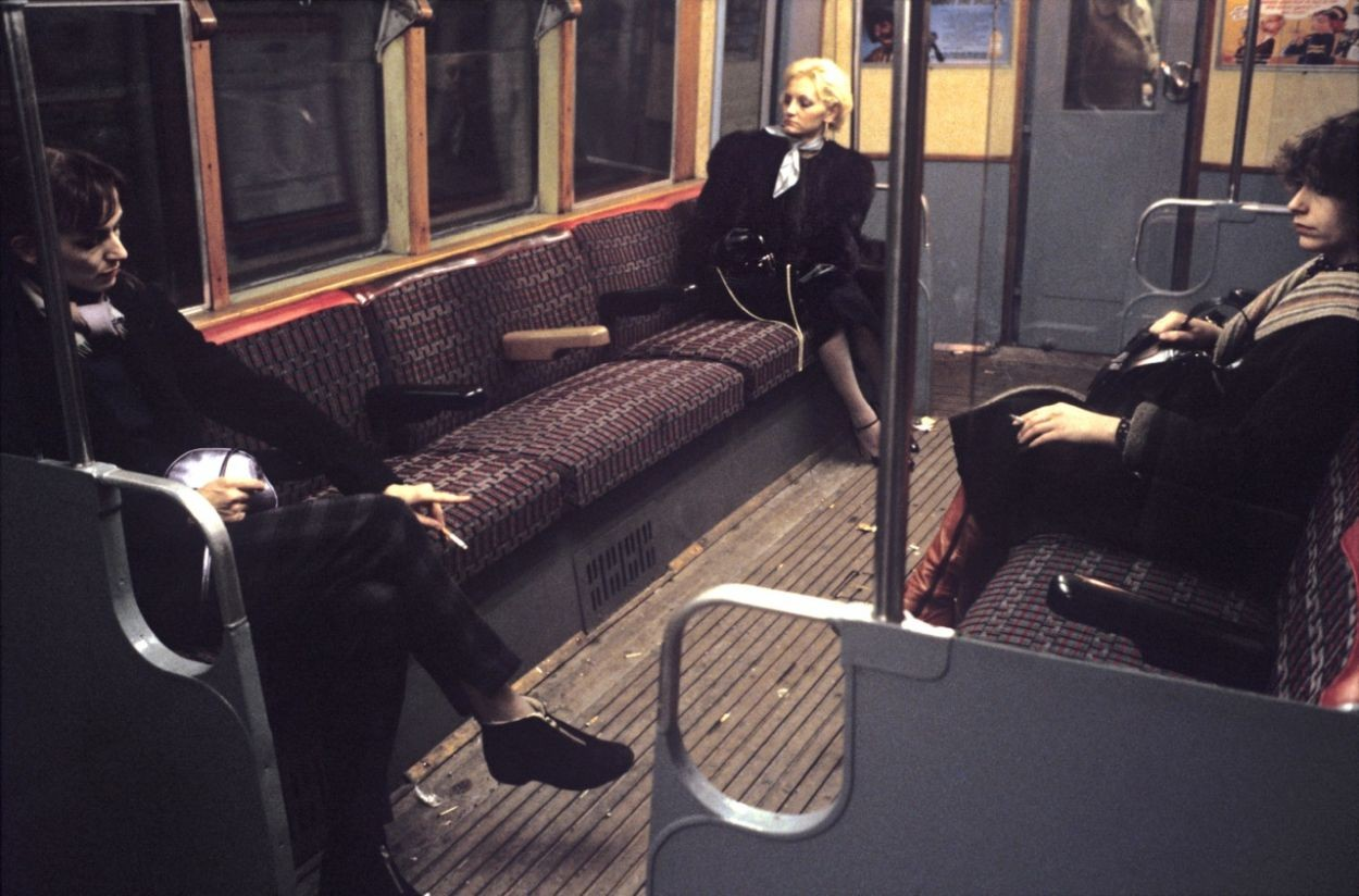 Три женщины в метро, Лондон, 1980-е. Боб Маззер