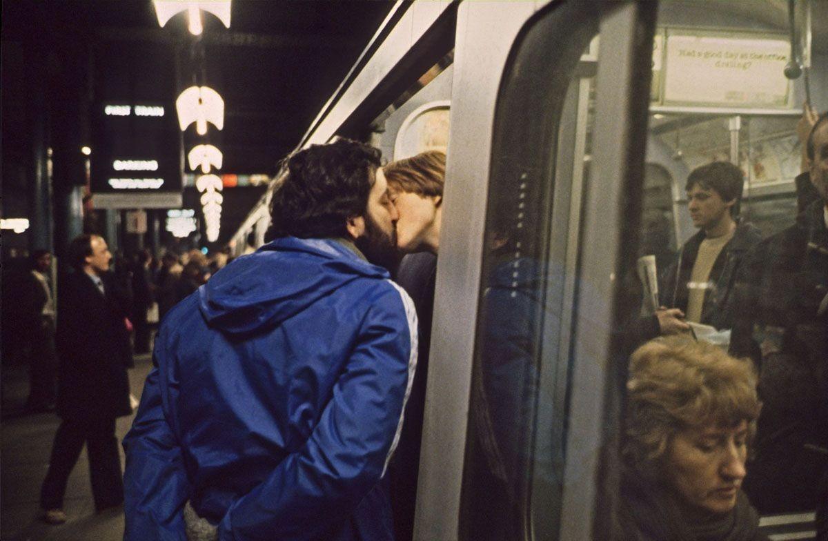 Прощальный поцелуй в метро, 1980-е. Боб Маззер