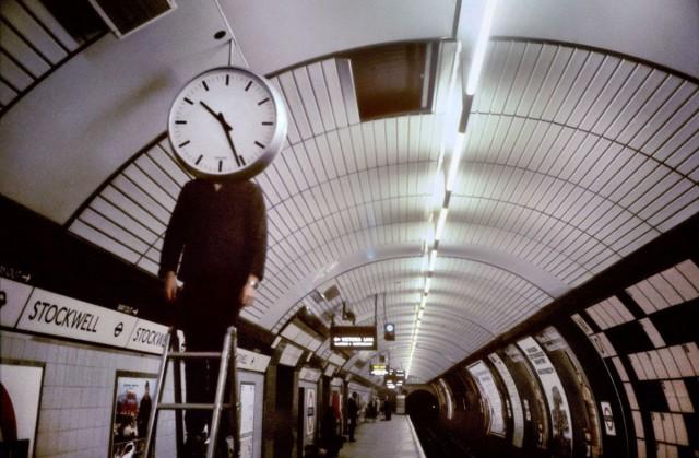 Часы в метро, Лондон, 1980-е. Боб Маззер