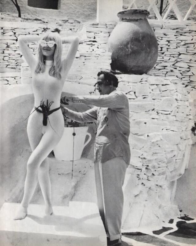 Сальвадор Дали и Лотти Тарп. Из книги «Da Da Dali», 1965. Фотограф Вернер Бокельберг