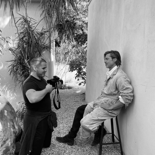 Фотограф Джек Дэвисон на съемочной площадке с актером Брэдом Питтом для выпуска журнала «Таймс»