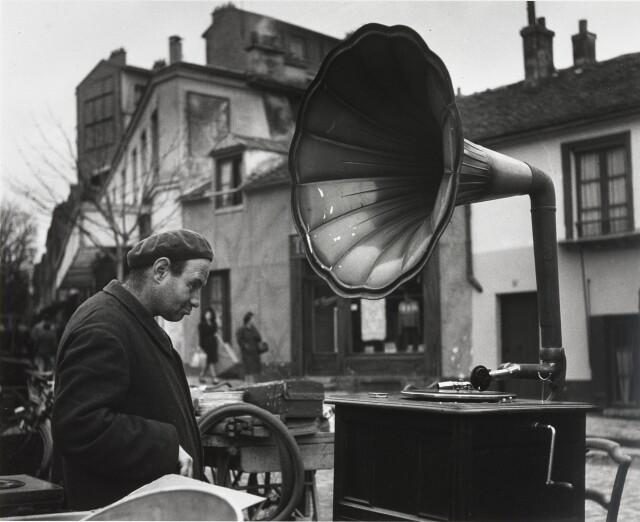 Блошиный рынок, 1946. Фотограф Робер Дуано