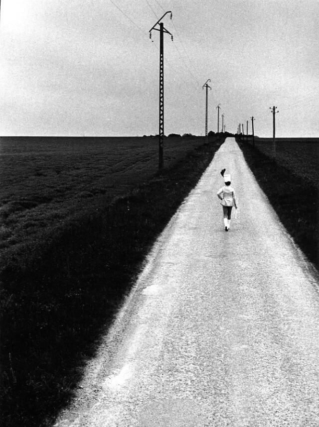 Мажоретка, 1973. Фотограф Робер Дуано