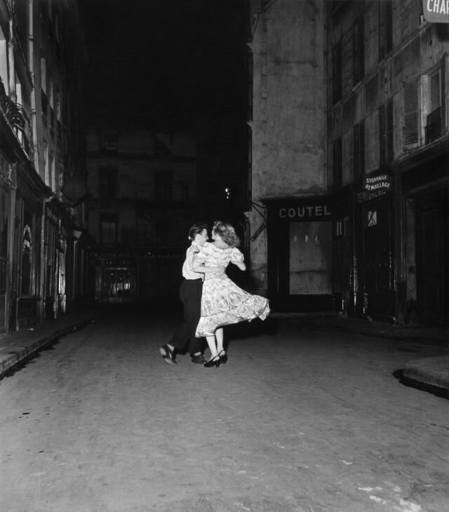 Вальс 14 июля 1949 года. Фотограф Робер Дуано