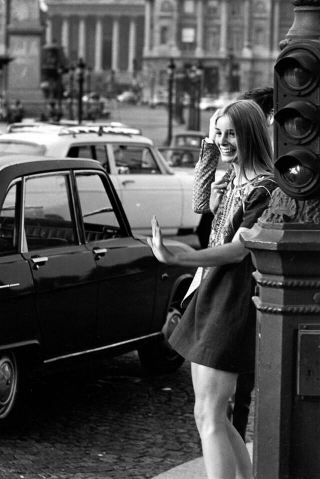 Мадемуазель на площади Согласия, май 1970 года. Фотограф Робер Дуано