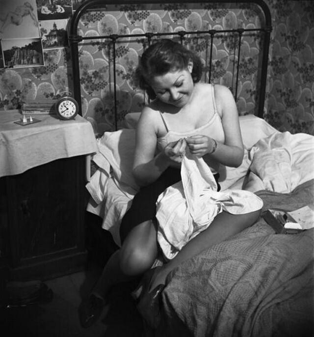 В комнате на площади Пигаль, Париж, 1938. Фотограф Эмиль Савитри