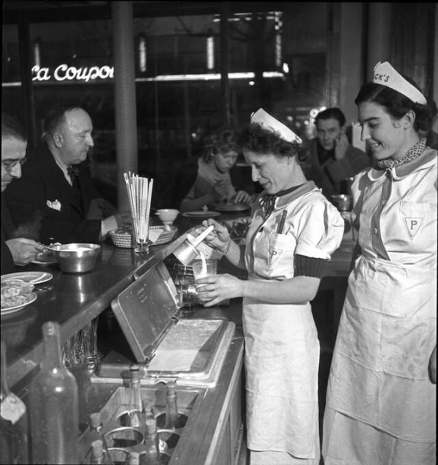 Кафе, Париж, 1930-1940. Фотограф Эмиль Савитри