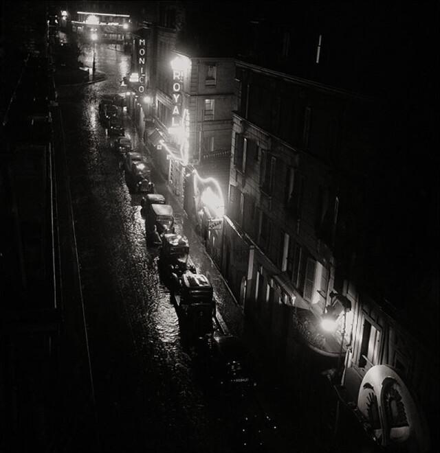 Улица Пигаль и её ночные клубы, Париж, 1939. Фотограф Эмиль Савитри