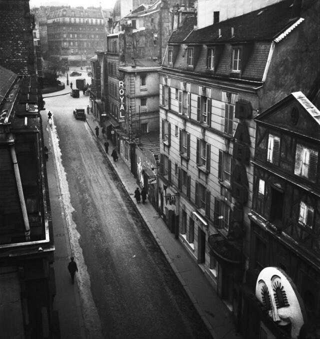 Улица Пигаль, Париж, 1939. Фотограф Эмиль Савитри