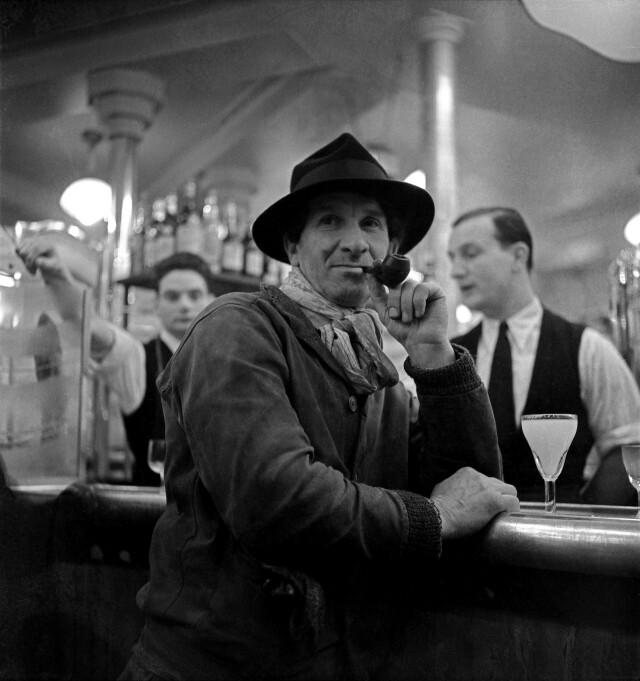 Самуэль Грановски в кафе «Ротонда», Париж, 1930-е. Фотограф Эмиль Савитри