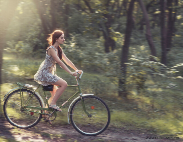 На велосипеде. Фотограф Давид Дубницкий