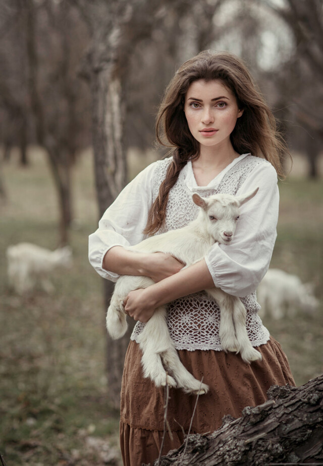 Портрет с козлёнком. Фотограф Давид Дубницкий