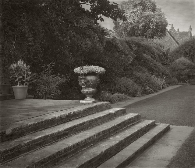 Урна, замок Сиссингхёрст. Бет Доу
