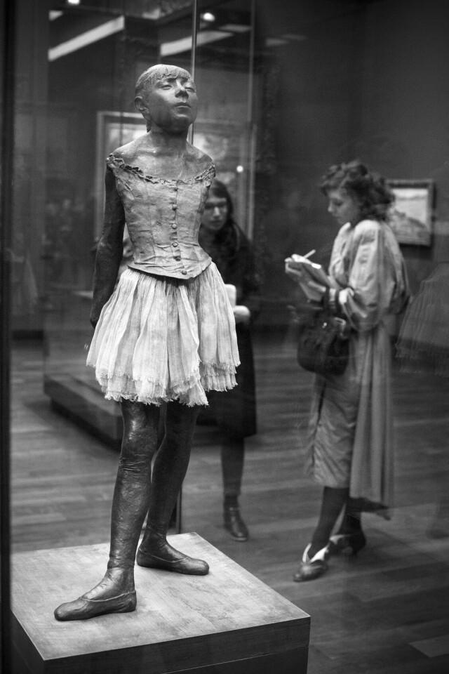 Серия «Один день в музее». Фотограф Жерар Юфера