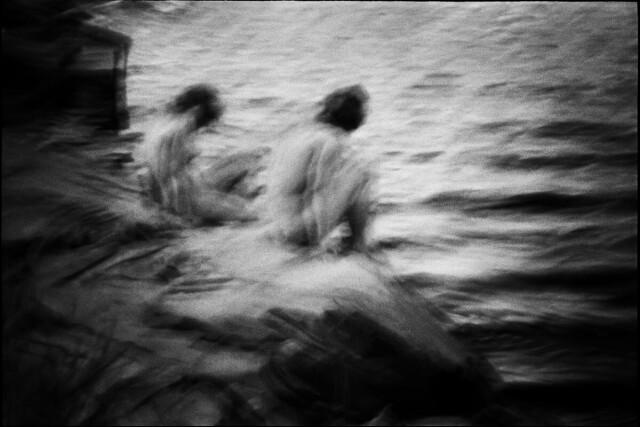 На берегу. Фотограф Сирил Дрюар