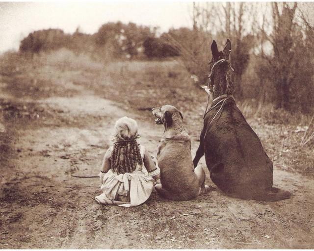 «Друзья», 1921. Кадр со съёмок фильма «С чёрного хода» Альфреда Грина и Джека Пикфорда