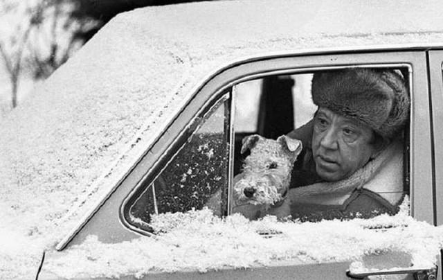 Юрий Никулин со своей собакой, 1979. Фотограф Лев Шерстенников