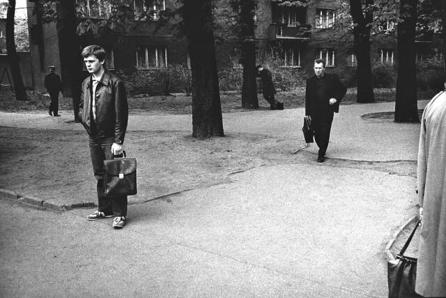 Нерешительность. Острава, 1984. Фотограф Виктор Колар