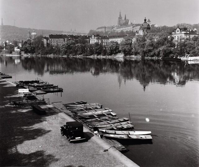 Пражская набережная, 1955. Фотограф Ева Фука