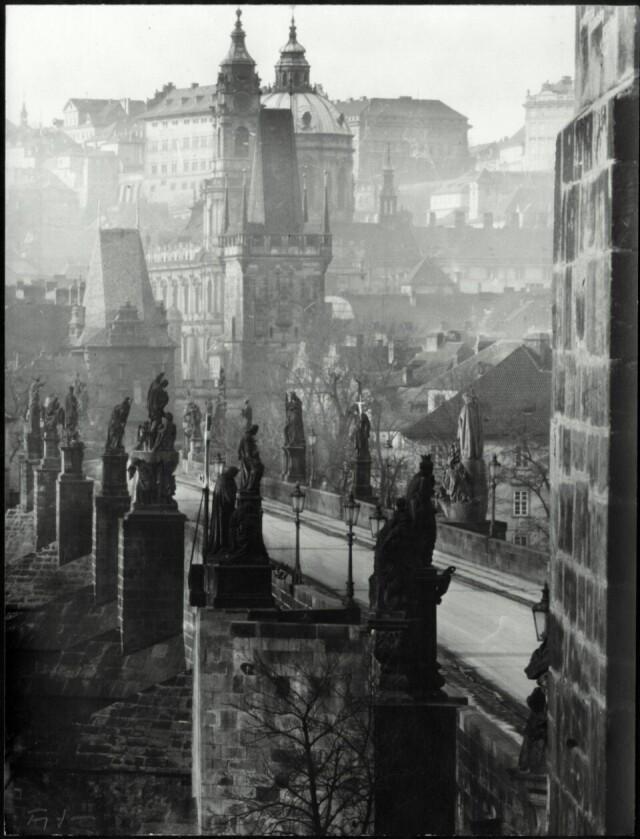 Карлов мост в Праге, 1949. Фотограф Зденко Фейфар