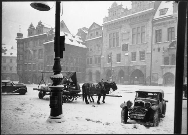 Лошадиные силы перед Староместской ратушей. Фотограф Зденко Фейфар
