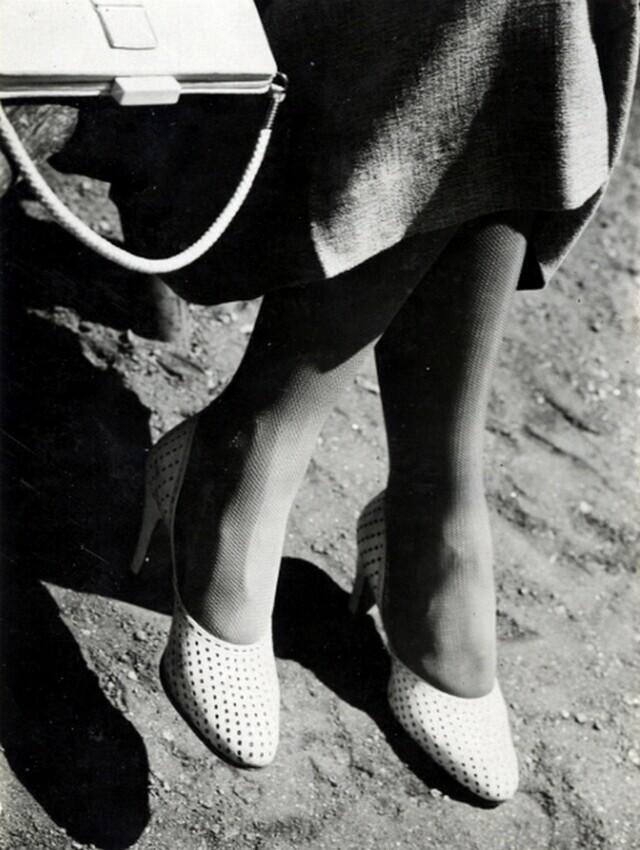 Ножки и сумочка, 1930-е. Фотограф Яромир Функе