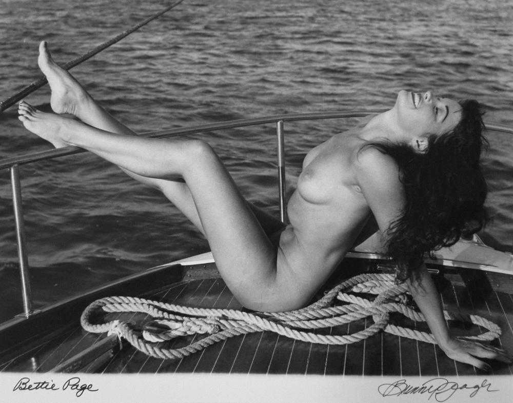 Бетти Пейдж, 1954. Банни Йеджер