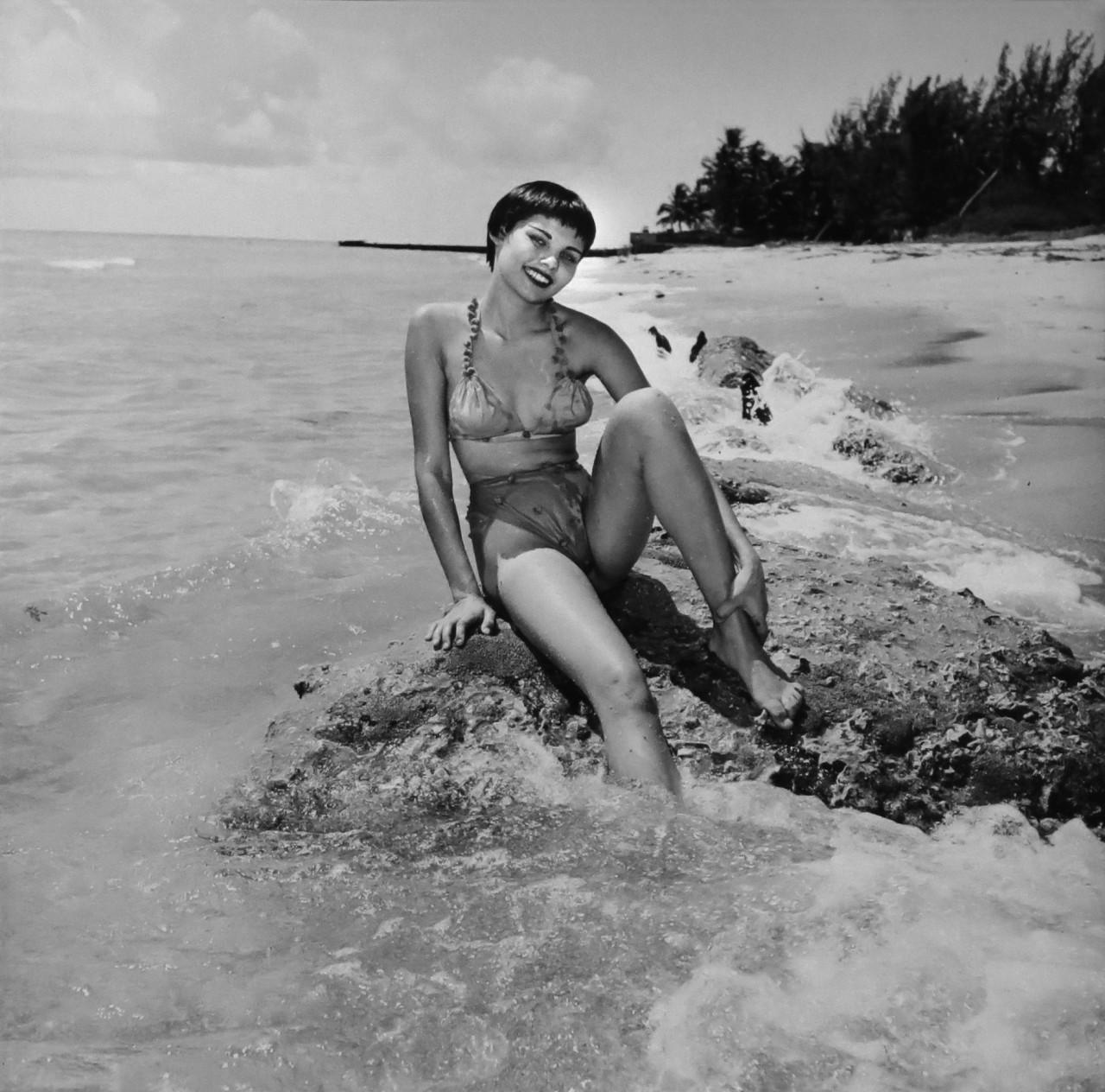 Джиджи Рейнольдс, 1953. Банни Йеджер