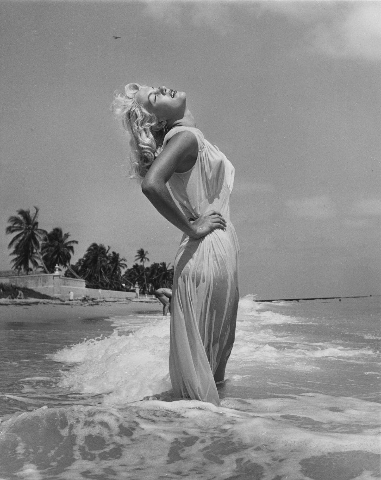 Сэнди Фултон, 1954. Банни Йеджер