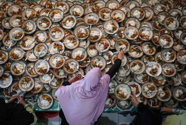 Категория «Гурман». В мечети города Джокьякарта, Индонезия. Автор Ариеф Дхарма Курниаван