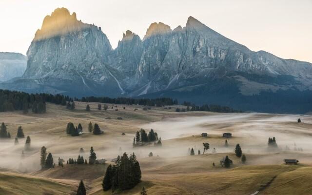 Финалист в категории «Природные просторы», 2021. Туман, долина и горы. Автор Марио Видмер