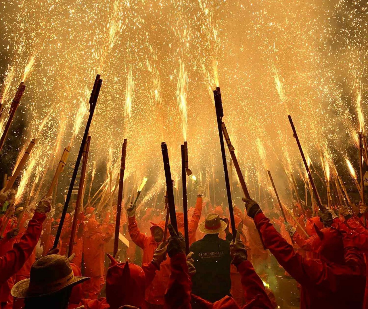 1 место в категории «Новости и события». «Демоны освещают небо». Патерна, Испания. Автор Фернандо Мерло
