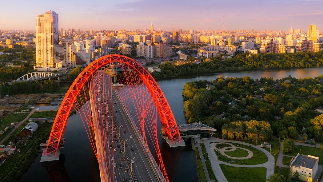 Живописный мост – вантовый мост через Москву-реку на северо-западе Москвы. Фотограф Игорь Бырко