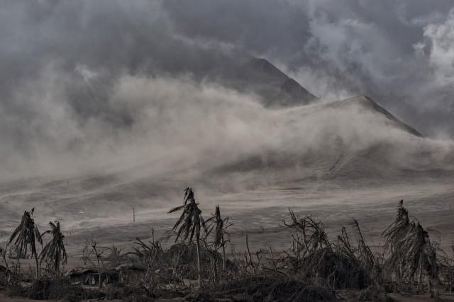 2 место в категории «Природа», серия, 2021. Извержение вулкана Тааль на Филиппинах, 14 января 2020 года. Автор Эзра Акаян