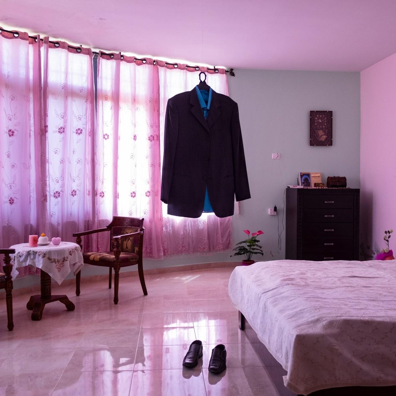 1 место в категории «Долгосрочный проект», 2021. Одежда Наэля аль-Баргути, заключённого в израильской тюрьме, хранимая его женой недалеко от Рамаллы, Палестина, 17 августа 2015 года. Автор Антонио Фачилонго