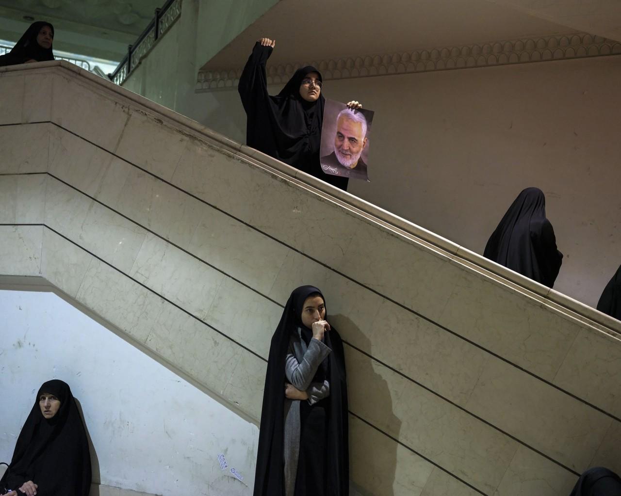 3 место в категории «Общие новости», 2021. Женщины оплакивают смерть генерал-майора Касема Сулеймани в Тегеране, Иран, 4 января 2020 года. Автор Нюша Таваколян