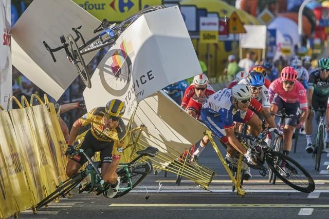 3 место в категории «Спорт», 2021. Столкновение велогонщиков Дилана Груневегена и Фабио Якобсена за несколько метров до финиша во время «Тура Польши» в Катовице, 5 августа 2020 года. Автор Томаш Марковски
