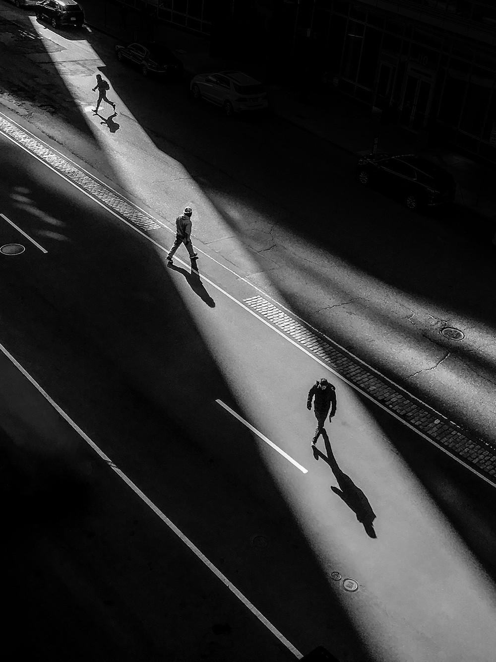 Победитель в категории «Уличная фотография», 2020. Стюарт-стрит, Бостон. Автор Джефф Ларасон