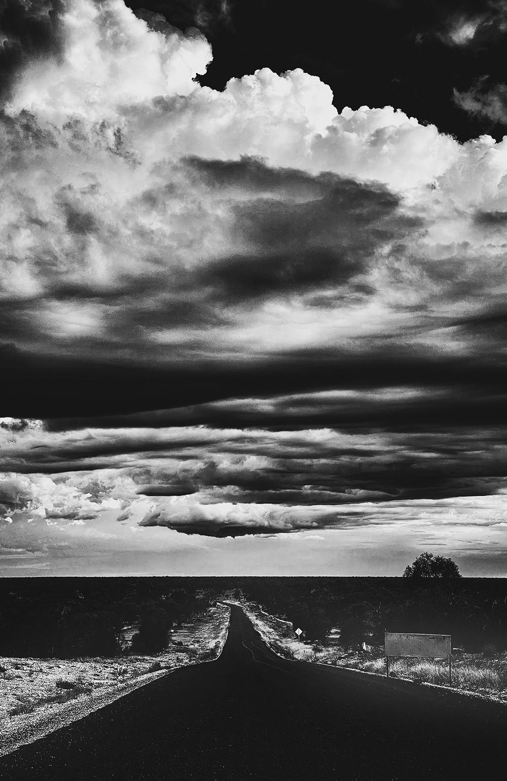 Поощрительная премия в категории «Чёрно-белое фото», 2020. «Дорога домой». Автор Викки Мюррей