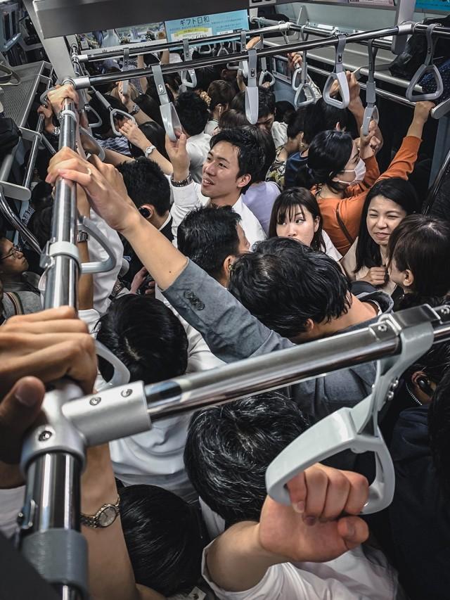 Победитель в категории «Транспорт», 2019. Час пик в Токио. Автор Джефф Лян