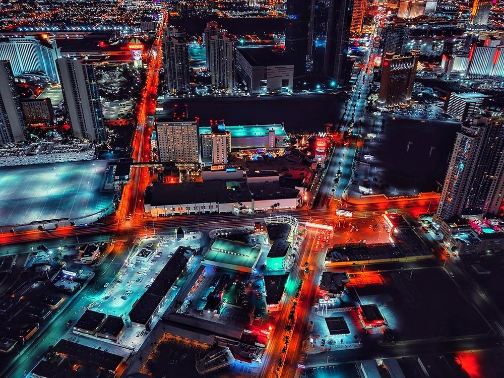 Поощрительная премия в категории «Путешествия и приключения (туристическая фотография)», 2019. Ночной Лас-Вегас. Автор Цзяюй Су