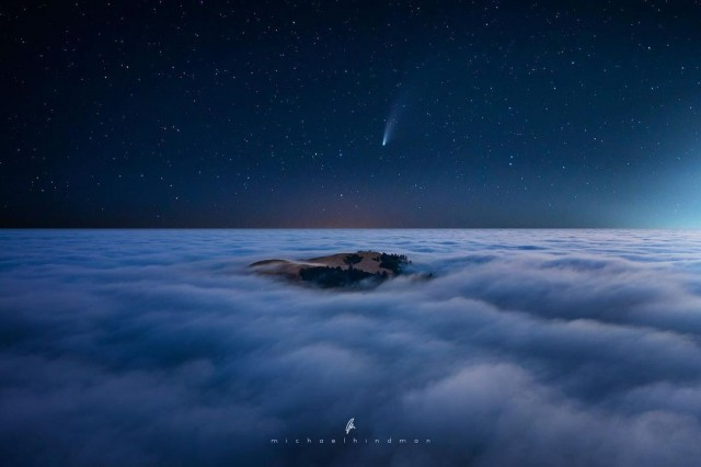 Финалист, 2020. Комета NEOWISE, горы Санта-Круз, Калифорния. Автор Майкл Хиндман