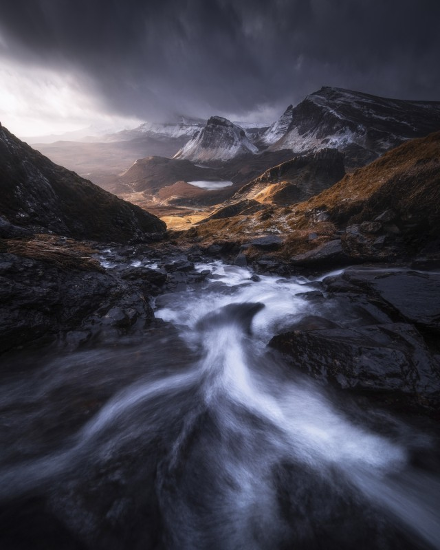 1 место в номинации «Пейзажный фотограф года» 2020. Поток, Шотландия. Автор Кельвин Юэнь