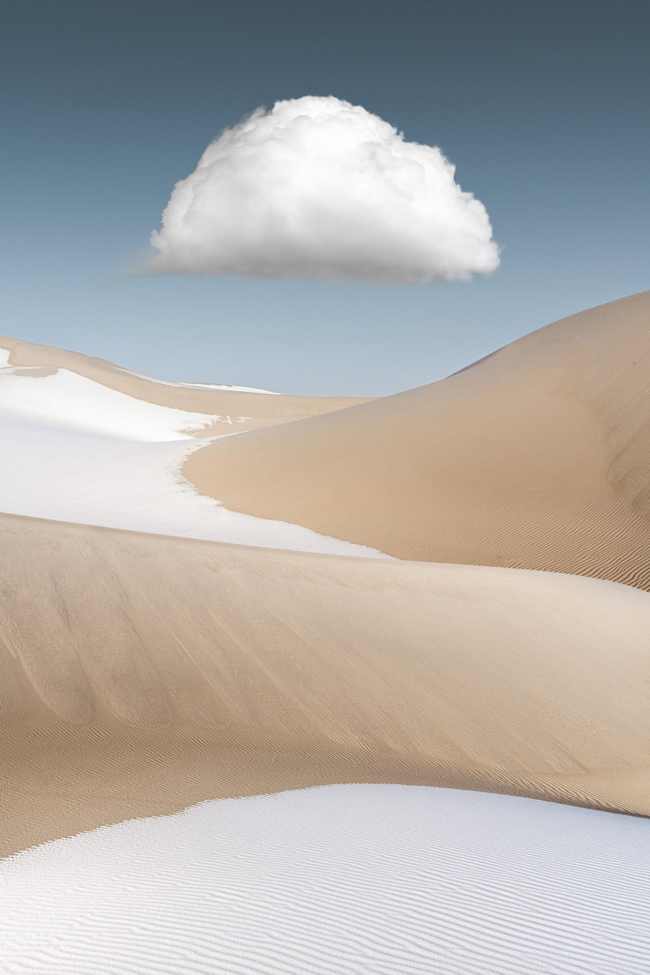 2 место в номинации «Пейзажный фотограф года» 2019. Облако над песками и снегом в пустыне Бадын-Джаран, Китай. Автор Ян Гуан